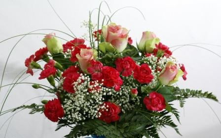 roses_carnations_flowers_bouquets_greens_decoration_30881_1280x800.jpg